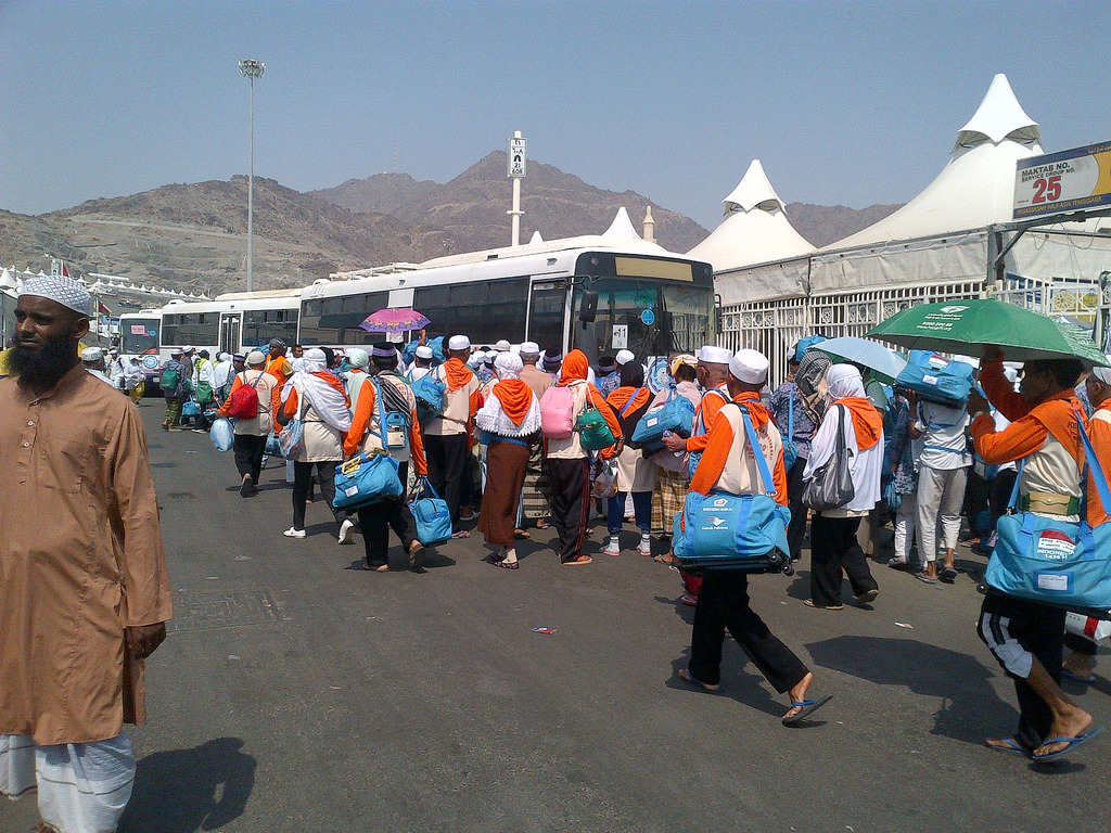 "alt=""Indonesian hajj pilgrims in Mina"""